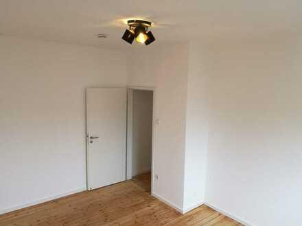 Frisch renovierte Wohnung als 2er WG geeignet - nahe Daimler und Roche
