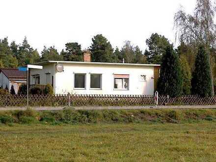 Haus mit Wintergarten, Kaminanschluss, Obstbäumen und zwei Zimmern in Elbe-Elster (Kreis), Schönborn