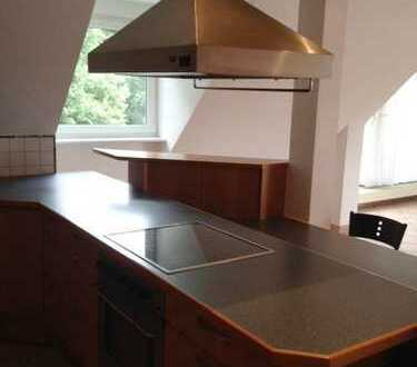 Kelsterbach, etwas Besonderes !! individuell gestaltete Wohnung mit Balkon, Einbauküche, 2 Bäder