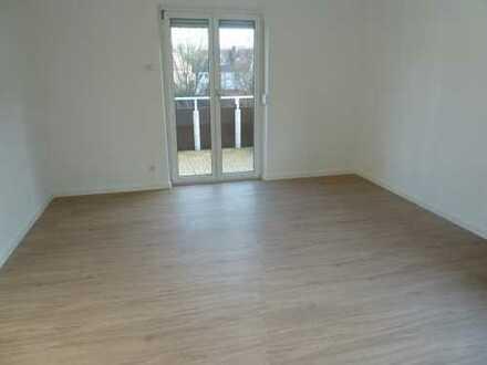 Großzügige helle 4 Zimmerwohnung mit Balkon und EBK in schöner Lage