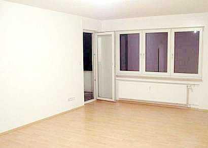 Kapitalanleger aufgepasst: Helle 3-Zi.-Wohnung im 3. OG mit Weitblick, Balkon, Stellplatz u. Keller