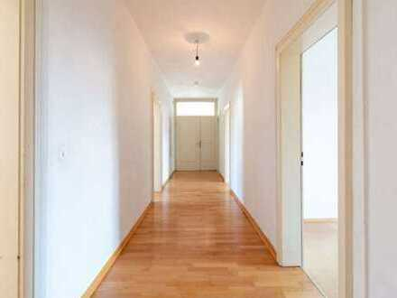 Großzügige helle 5-Zimmer-Altbau-Wohnung mit Einbauküche in der Innenstadt von Kempten