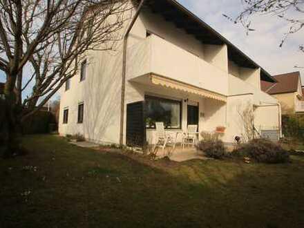 Großzügig geschnittenes, helles Reiheneckhaus, 139 qm Wohnfläche + 59 qm Nutzfläche, schöner Garten