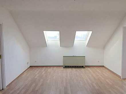 Gelsenkirchen Altstadt   RENOVIERTE 2 Zimmer Wohnung   Wannenbad mit Fenster
