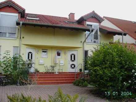 Schöne Doppelhaushälfte mit fünf Zimmern in Bergstraße (Kreis), Einhausen