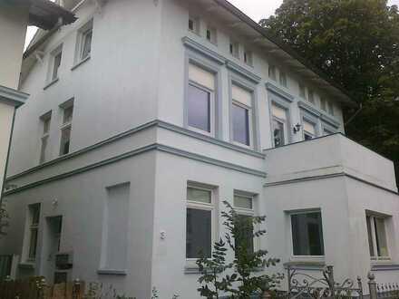 Vermietete 3-Zi-Altbauwohnung mit Balkon in Lübeck