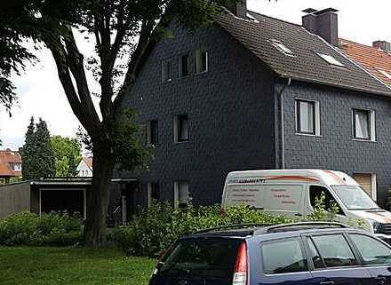 Renovierte 3 Zimmer Dachgeschosswohnung in ruhiger Wohlage (Bilder aus der Renovierungszeit)