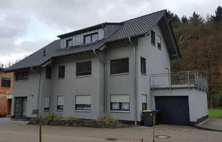 Günstige, neuwertige 3-Zimmer-Dachgeschosswohnung mit EBK in Dalberg