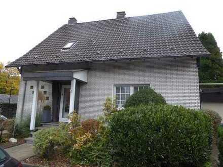 Gepflegtes, geräumiges Haus mit vier Zimmern in Duisburg, Buchholz