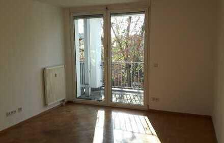 Kleine preiswerte 1-R.- Wohnung mit EBK, Balkon und Tiefgarage