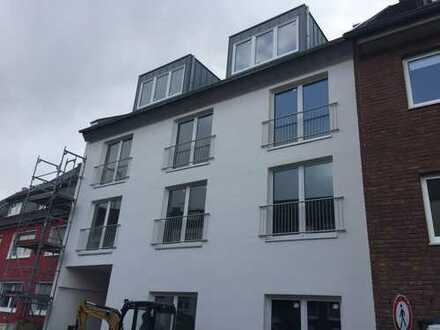 Erstbezug: exklusive, geräumige 3-Zimmer-DG-Wohnung mit EBK und Balkon in Poll, Köln