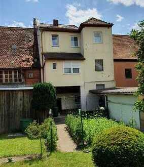 Zwei Wohnungen in einem Haus mit Garten