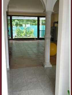 Solides Haus mit Garage und pflegeleichtem Garten!