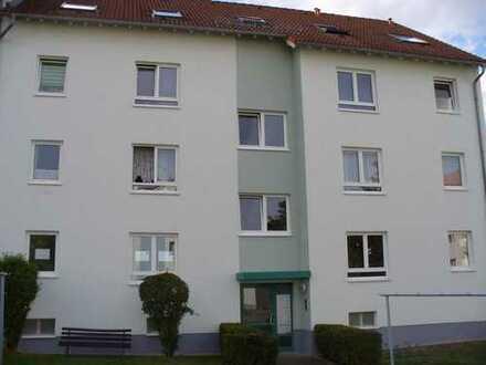 Topp Angebot - Helle teilrenovierte 2 Raum Wohnung mit Einbauküche und Balkon zu vermieten
