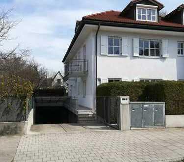 Helles, großzügiges Einfamilienhaus mit sechs Zimmern in München-Harlaching beim Perlacher Forst