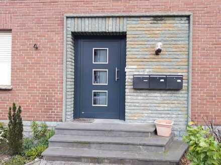 Preiswerte, vollständig renovierte 2-Zimmer-DG-Wohnung mit Einbauküche in Herzebrock-Clarholz