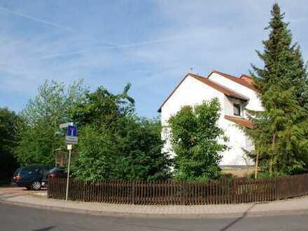 Moderne Doppelhaushälfte mit Garten , Duplex