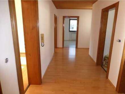 Gepflegte 3-Zimmer-Wohnung mit Balkon und EBK in Grüntegernbach