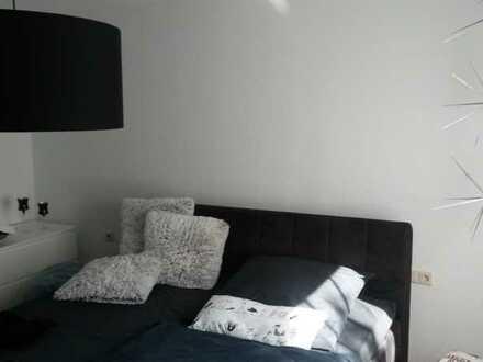 Vollständig renovierte 2-Raum-Erdgeschosswohnung mit Balkon und Einbauküche in Lenningen