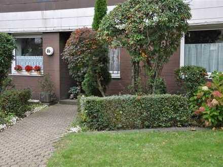 Köln-Weiden: Hübsche Maisonette-Wohnung mit separatem Zugang und eigenem kleinen Sonnengarten!