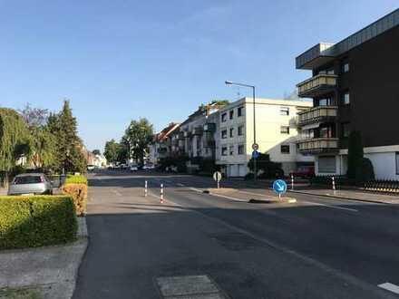 Provisionsfrei! Gepflegte Etagen-Wohnung 1.OG; 4 Zi; in ruhigem 3-Familienhaus in Köln-Brück