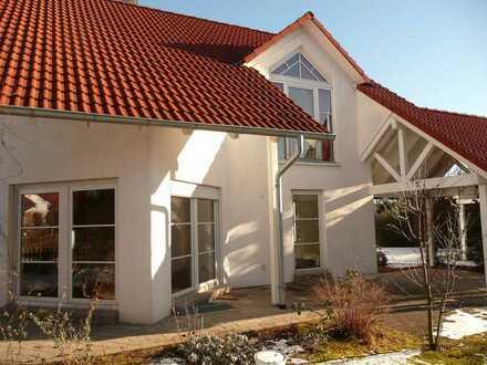 Attraktives Einfamilienhaus mit fünf Zimmern, Garage/Carport, großer Garten, in Hechingen