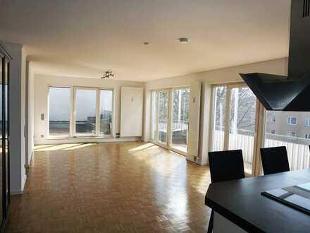Top-Sanierte 3-Zimmer- DG-Wohnung mit Lift, EBK und Dachterrasse in Milbertshofen