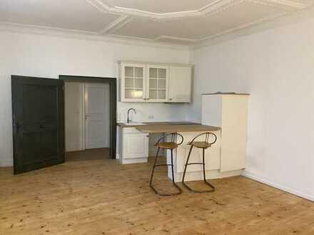 schöne, renovierte 2-Zimmer-Wohnung in denkmalgeschütztem Gebäude