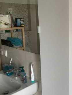 Neuwertige 5-Raum-Penthouse-Wohnung mit Balkon und Einbauküche in Dreieich