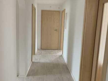 Erstbezug nach Sanierung: schöne 4-Zimmer-Wohnung mit Einbauküche und Balkon in Fünfstetten