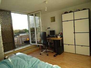 Helles Zimmer mit Balkonzugang in 3er WG