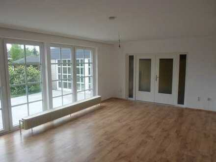 Repräsentative 4-Zimmer-EG-Wohnung mit 2 Bädern, schönem Garten und Sauna in NMS-Wittorf