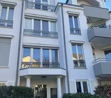 Moderne 3 Zimmer Penthouse-Wohnung im Villenviertel mit Sonnen-Balkon, Aufzug, Tiefgarage