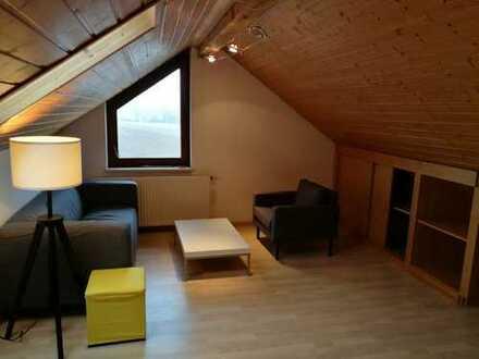 Erstbezug nach Sanierung: möblierte 2-Zimmer-Dachgeschosswohnung mit EBK in Renningen für ein Jahr