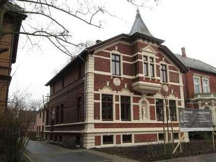 Wohnen und/oder Arbeiten in denkmalgeschützer Stadtvilla in Leer