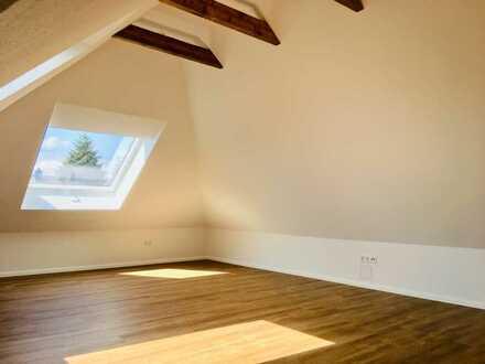 Husum, ruhige und lichtdurchflutete 2 Zimmer Dachgeschoss-ELW
