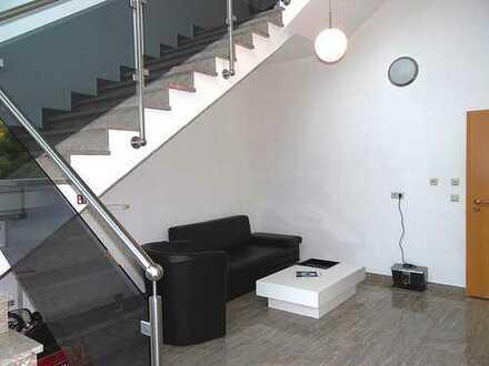 Repräsentativ. Büro-Wohn- & Geschäftsgebäude auf großem Grundstück mit viel Lagerkapazität!