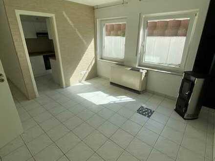 Geräumige 1,5 Souterrain-Wohnung mit ca 31 qm Wohnfläche und Einbauküche ab sofort zu vermieten!