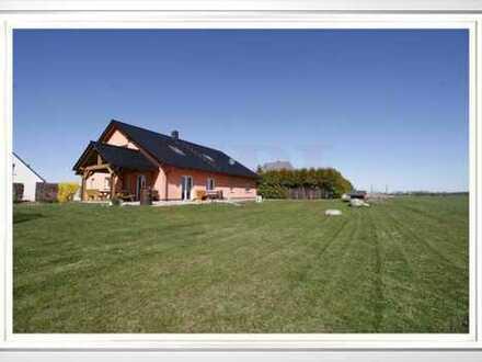 RESERVIERT: Einfamilienhaus mit 7 Zimmern, überdachter Terrasse und unverbauten Blick in Grüneberg!