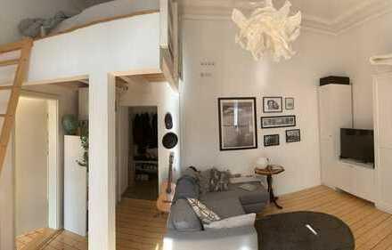 Altbau-2-Raum-Wohnung - saniert, Balkon, Einbauküche, Stuck in Bonn