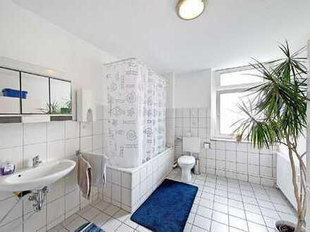 Helle Altbauwohnung mit Tageslichtbad, frisch renoviert!