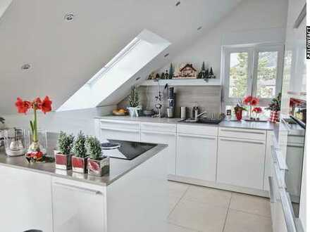 Moderner Wohnkomfort: 3ZKB DG-Wohnung mit Balkon, TG-Stellplätzen & Panoramablick