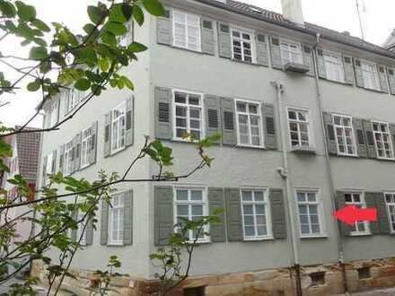 Kulturdenkmal inmitten der Altstadt: Schöne 3-Zimmer-Altbau-Wohnung mit eigenem Eingang
