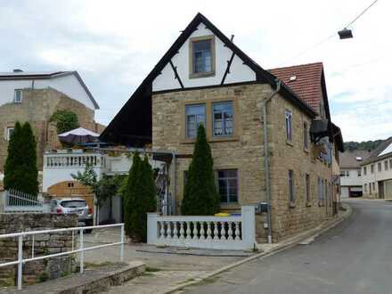 Liebhaberobjekt: Stilvoll saniertes Sandsteinhaus mit viel Liebe zum Detail sucht neuen Besitzer!