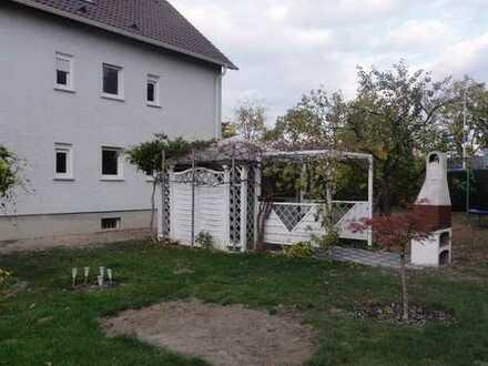 Gepflegte 3,5-Zimmer-DG-Wohnung mit EBK und eigenem Gartenanteil in Darmstadt-Wixhausen