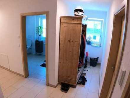 Unmöbliertes 16m2 Zimmer in 2er-WG sucht Mieter/in mit großer Wohnfläche (möbliert) und Balkon / näh