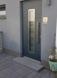 Schöne und moderne 2-Zi-Wohnung mit Gartenanteil