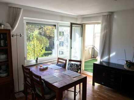 Geräumige und gepflegte 2-Zimmer-Wohnung mit Balkon und EBK in Berg am Laim, München
