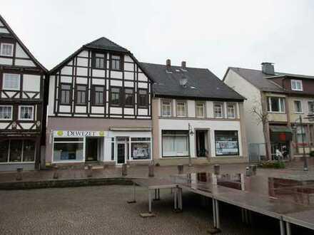 Wohn- und Geschäftshaus in der Fußgängerzone mit rückwärtiger Zugangsmöglichkeit und Potenzial!