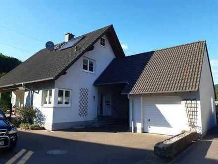 Helles Einfamilienhaus mit vier Zimmern und EBK in Weilbach